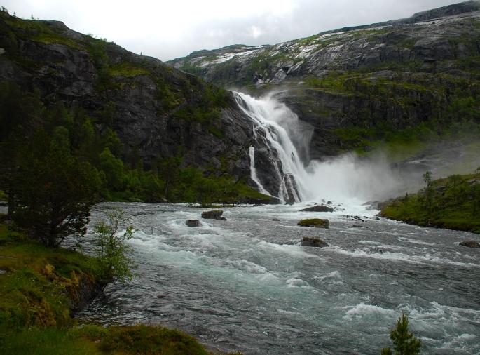 Elv på vei ned mot Kinsarvik