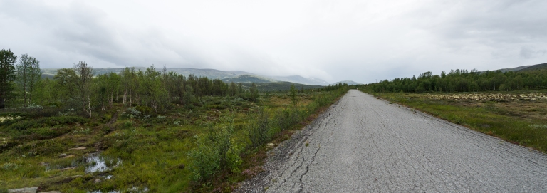 Det er alltid en god følelse å forlate siste asfaltstripe og vite at du bare har stier gjennom fjell og flott terreng de neste dagene